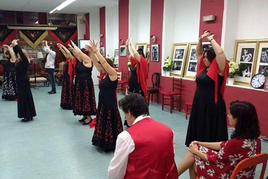 Usuaris de CPB Serveis Salut Mental celebren el Dia Mundial de la Salut Mental ballant flamenc a Casa Candela