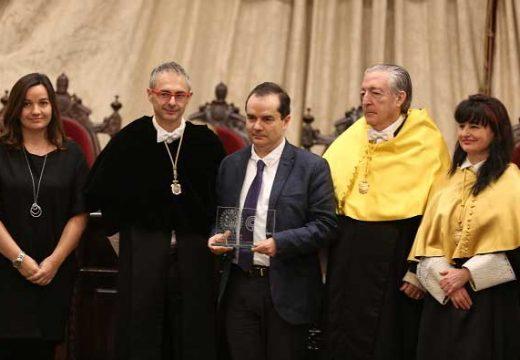 Francisco Ciruela rep la Càtedra Extraordinària del Dolor